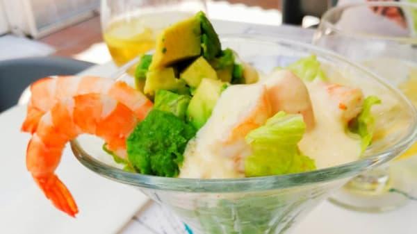 cocktail de camarones aderezados con salsa de maracuya - Mamay sea food, Torremolinos