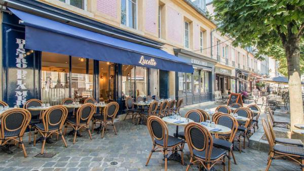 Entrée - Lucette, Versailles