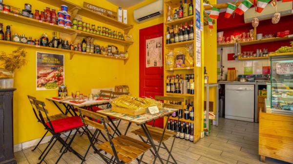 Vue de la salle - Zia Concetta Castellane, Marseille