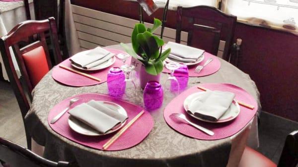 Détail table - L'Orchidée, Melun