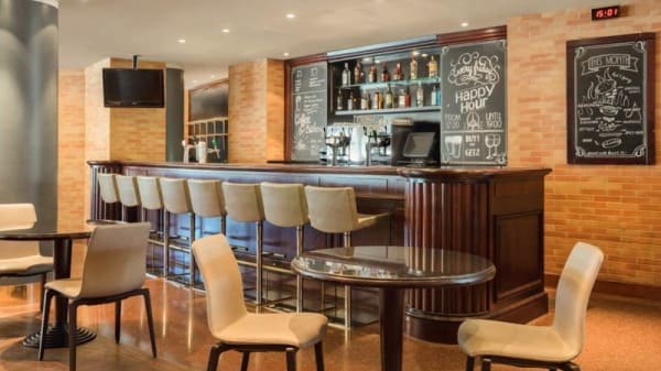 Restaurant - Runway Cafe, Schiphol
