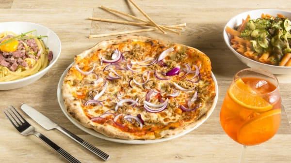 Pizza tonno e cipolla - Tutto e Troppo, Paris