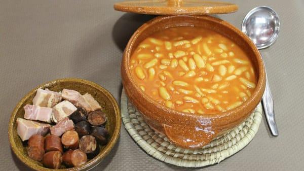 fabada asturiana y su compango - El Camionero, Gijón