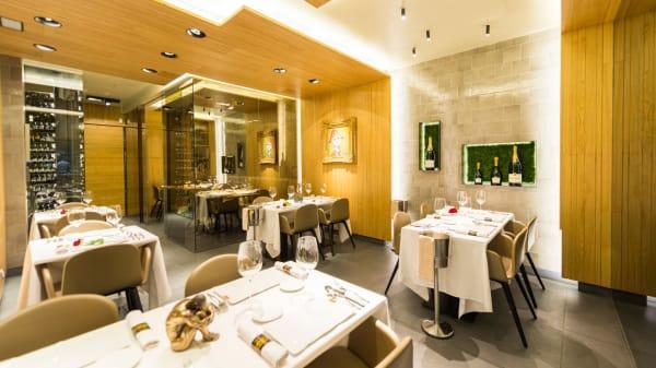 Sala - La Taverna del Clínic, Barcelona