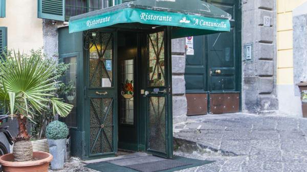 Entrata - A Canzuncella, Naples