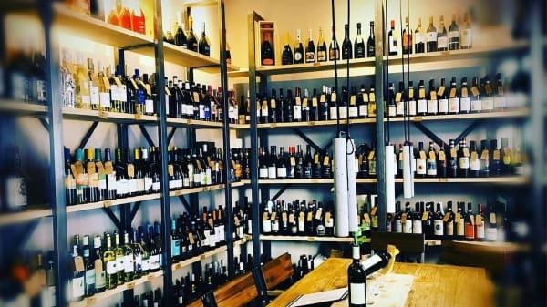 Mesa convivial - D.O.C. Wine Bar Italiano, Madrid