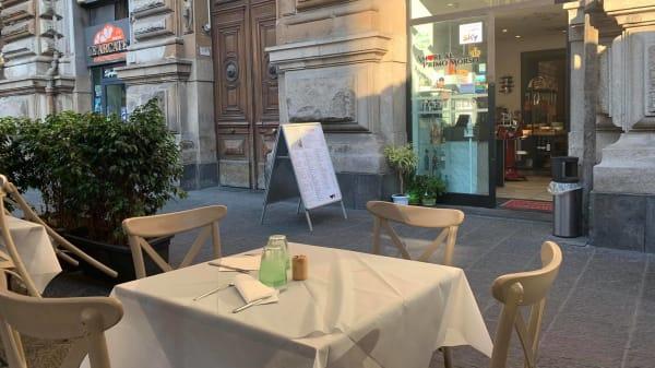 Esterno - O Cerriglio - Piazza Borsa, Napoli