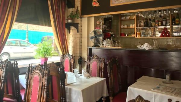 Salle du restaurant - Pooja, Puteaux