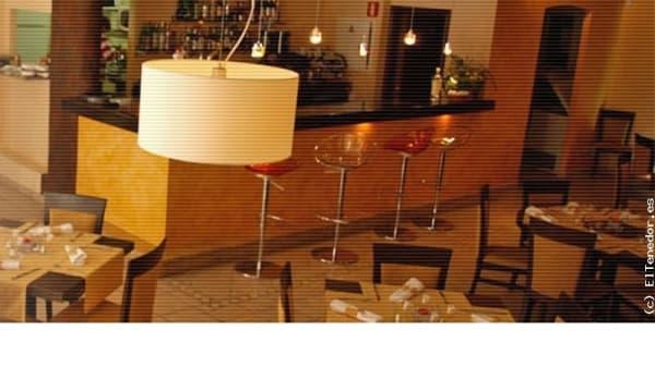 Vista de la barra y las mesas - Sal de Cocó by Marta Roselló, Colonia De Sant Jordi