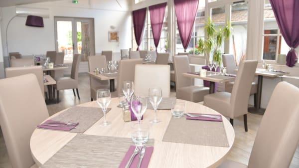 Salle du restaurant - Le Cèdre, Villefranche-sur-Saône