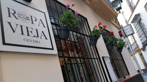 ENTRADA - Ropavieja centro, Sevilla