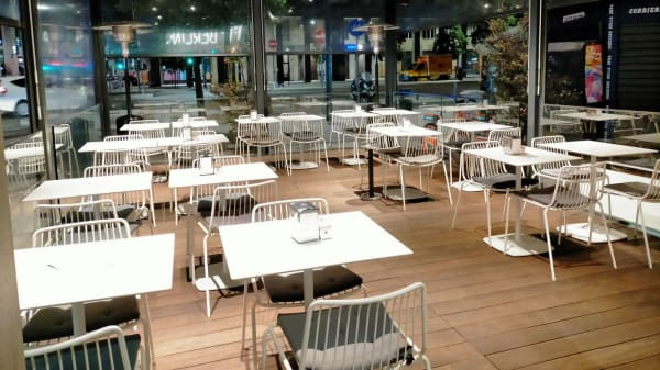 CAFè BERLINO, Milan