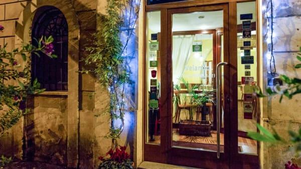 La entrata - Velando, Roma