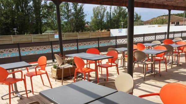 terrasse - Adonis Brasserie, Éguilles