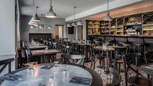 vue de la salle - La Brasserie L'écu de bretagne, Beaugency