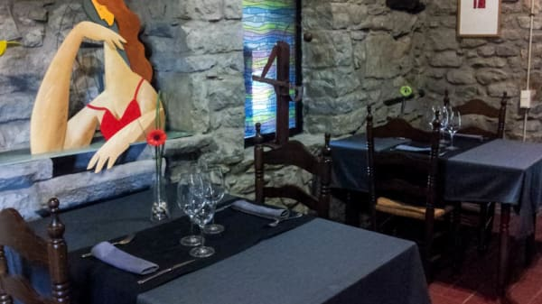 Ambiente clásico con decoración moderna - Mas Palau, Ginestar
