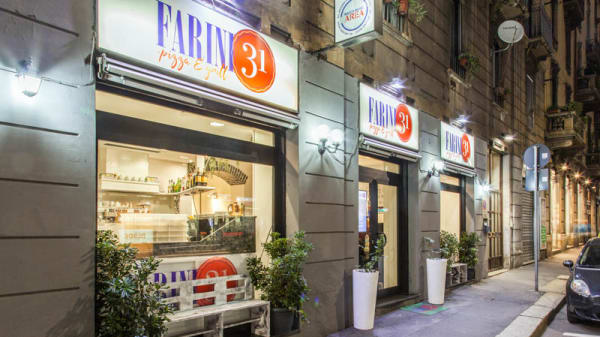 Entrata - chiuso, Milano