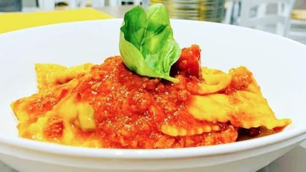 Ravioli ricotta e spinaci al ragù tradizionale - Tigelleria Emiliana 071, Tivoli
