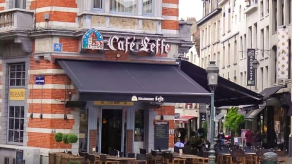 deventure avec terrasse - Brasserie Leffe, Brussels