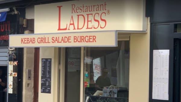 Entrée - Ladess Mouffetard, Paris