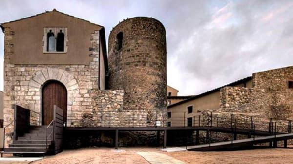Entrada - Cal Pastoret de Vila-Sacra, Vila-Sacra