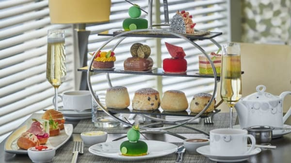 """""""Confessions of a Chocoholic"""" Afternoon Tea in Podium at The Hilton Park Lane, London"""