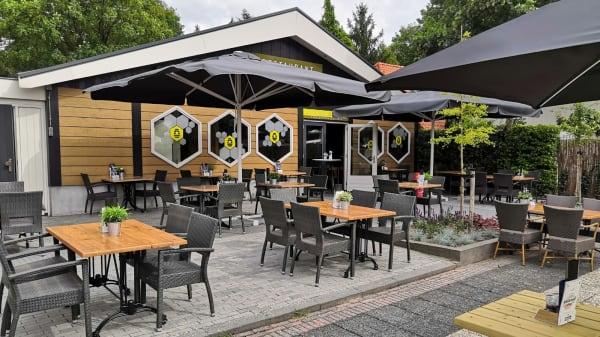 Terras - Restaurant De Bijenkorf Pannenkoeken en Pizza's, Voorthuizen