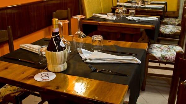 Il tavolo - Taverna ai Butteri, Emilia