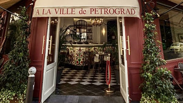A la Ville de Petrograd, Paris