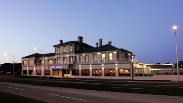 Brighton Beach Hotel (Milanos), Brighton (VIC)