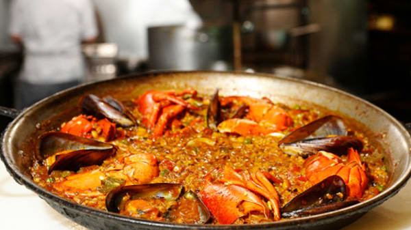 Sugerencia del chef: Paella de bogavante - Los Caracoles, Barcelona
