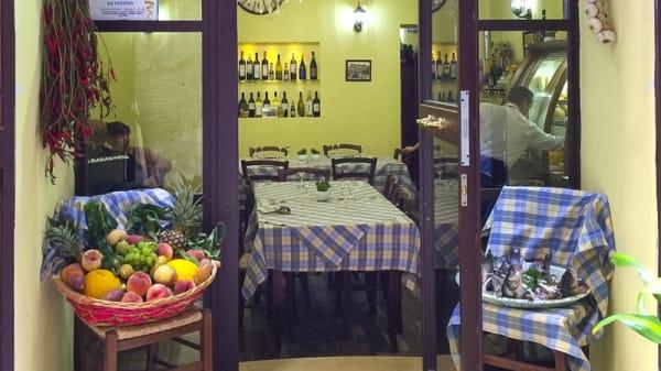 L'ingresso della trattoria - Antica Trattoria da Peppino, Napoli