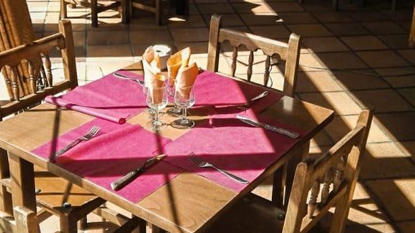 Mesa en terraza - El Cruce, Garganta De Los Montes