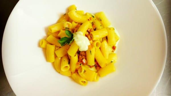 Spaghetti di semola di grano di Gragnano alla Carbonara - Caffè Commercio, Vasto