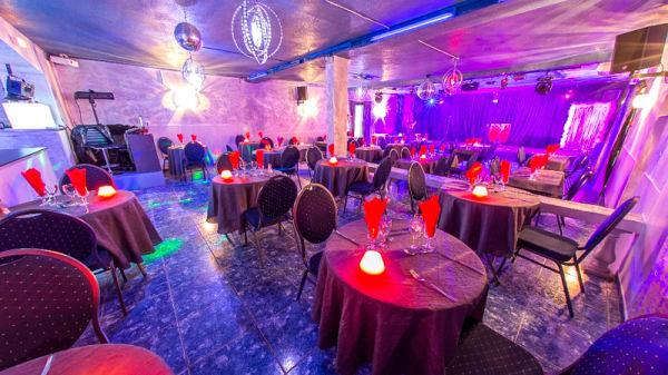 Vue de la salle - cabaret moulin bleu, Le Rove