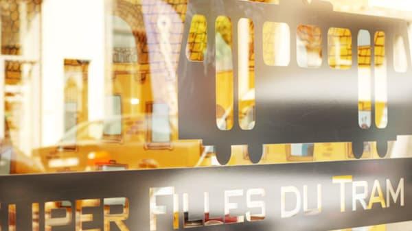 Devanture - Les Super Filles du Tram, Ixelles