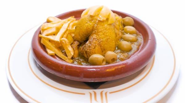 Tajine tradicional de pollo al limón y aceitunas - Khalijia - Pau Claris, Barcelona