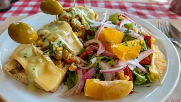 Tartin veggie,queso bire,nuez - Lo del Francés Bistrot, Buenos Aires