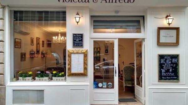 Entrée - Violetta et Alfredo, Paris