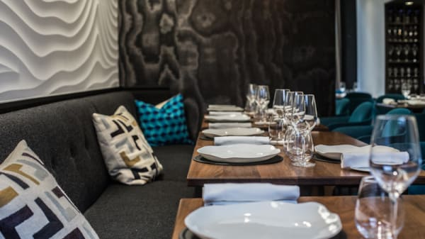 Tables dressées - Restaurant Auguste - Gaël Orieux, Paris