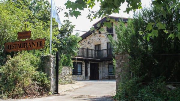 Vista entrada - Posada Cantabria, Trebuesto