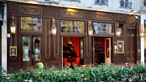 devanture - Le Théodore, Lyon