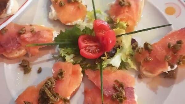 Tostas de salmón - Comer con Arte, Sevilla