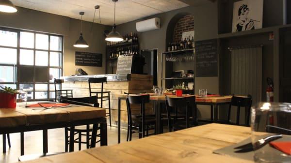 La sala interna - Onionsoup75 Factory Café, Milan