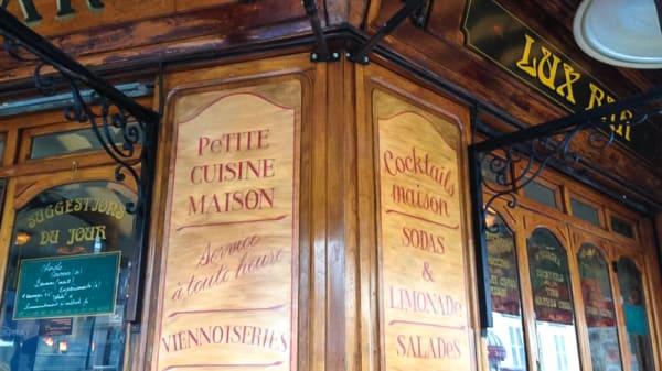 Devanture - Lux Bar, Paris