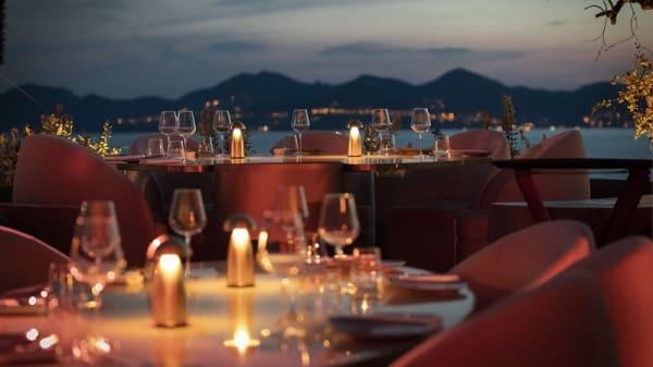 table - Medusa, Cannes