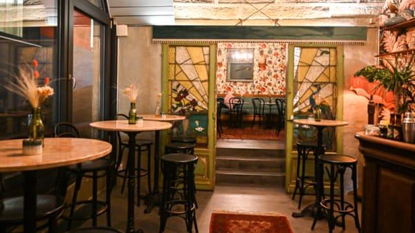 Vue de la salle - Perroquet Bar, Lausanne