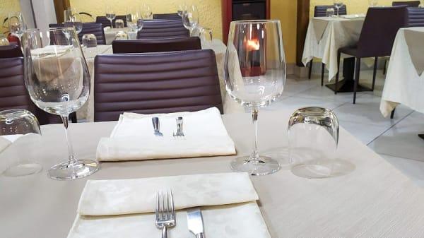 Particolare tavolo - Zio Sem, Vigevano