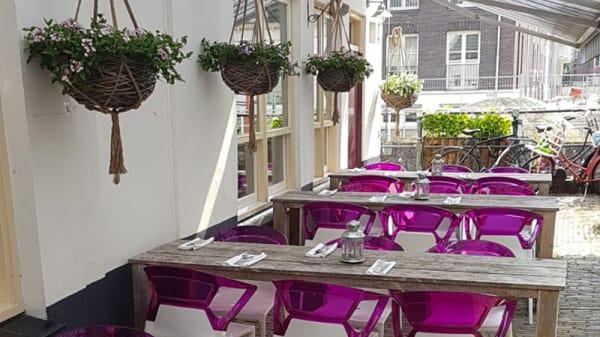 Terras aan de zijkant van Blij - Restaurant Blij, Utrecht