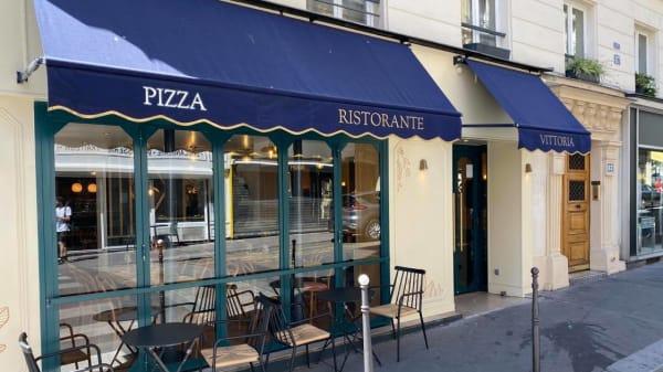 Vittoria, Paris